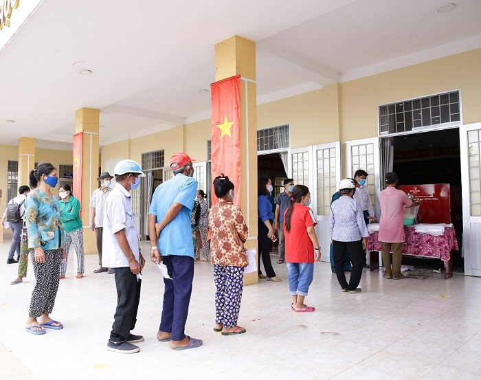 nam-long-group-sponsored-rice-atms-supporting-long-ans-residents-through-difficult-time (2)